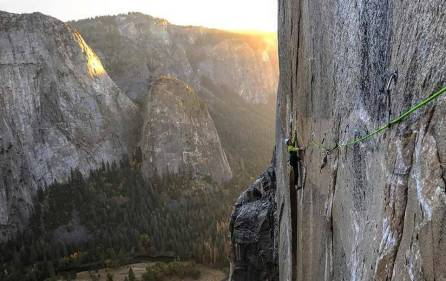 Adam Ondra, 23 tahun, memecahkan rekor sebagai penakluk El Capitano termuda dalam sepanjang sejarah. (photo courtesy of Pavel Blazek and Black Diamond Equipment)